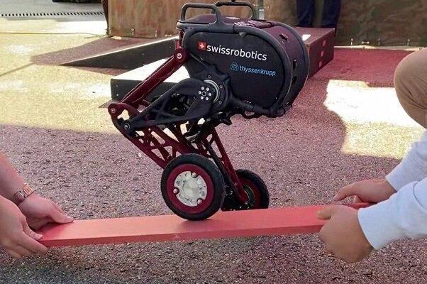 روبات دوپایی که از سطوح ناهموار عبور می نماید